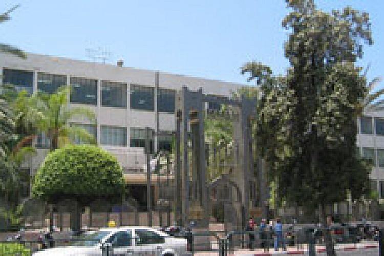 גימנסיה הרצליה. צילום: Sambach, ויקיפדיה