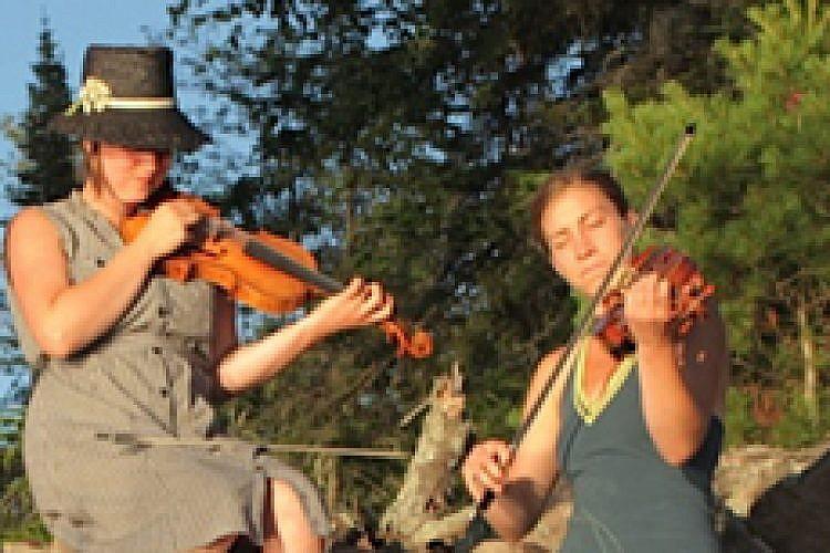 מוזיקאים באי הארנב. צילום: רוברט גורסקי