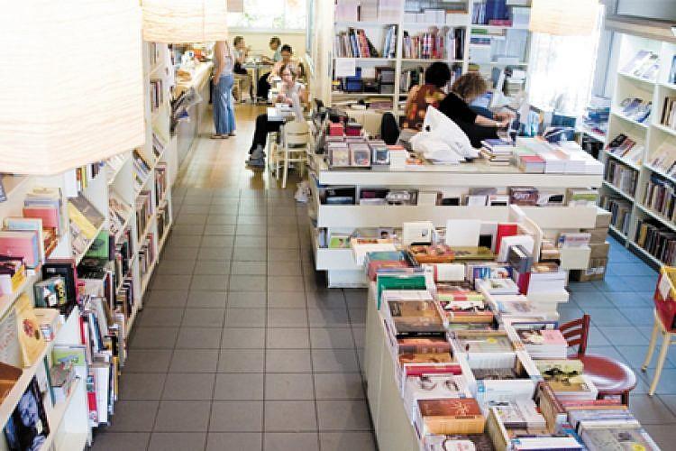 """תולעת ספרים. צילום: יח""""צ"""