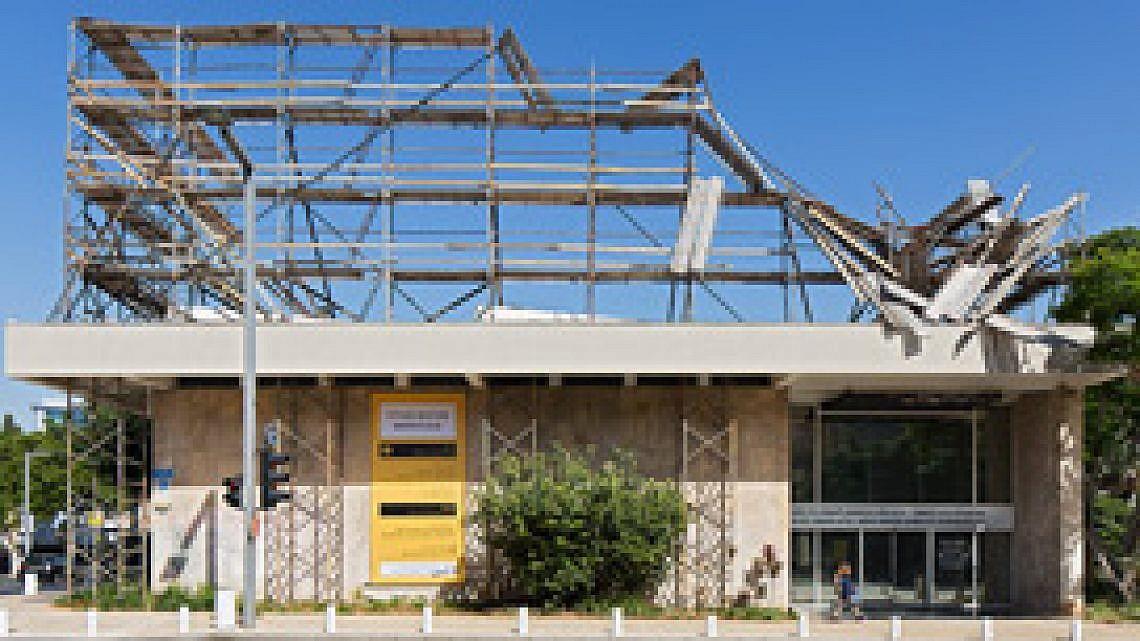 """""""מונומנט"""" של שי רטנר. מתוך התערוכה """"סביבות עבודה"""". צילום: אלעד שריג"""