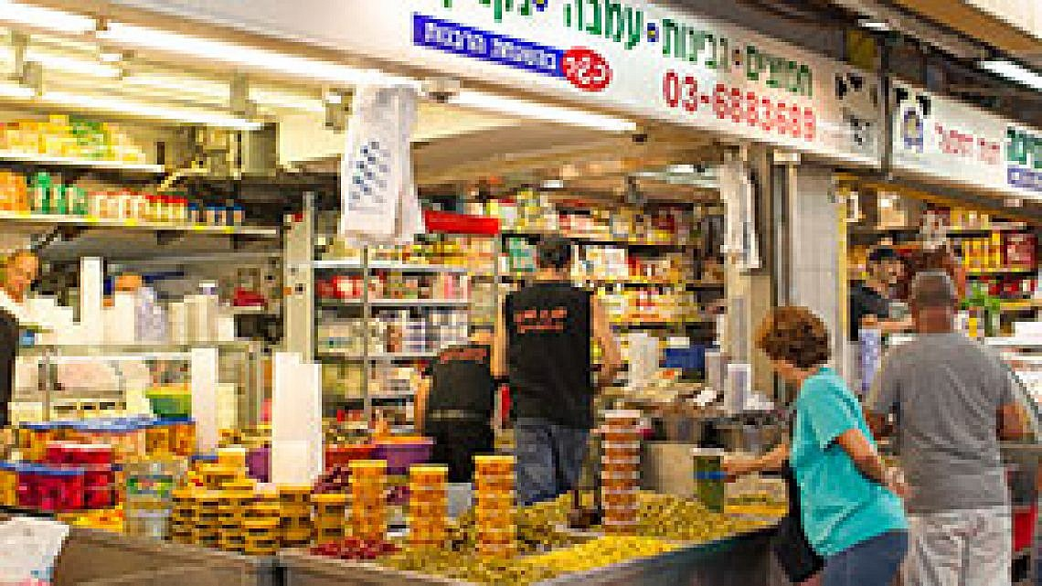 אמיגה בשוק התקווה (צילום: אנטולי מיכאלו)