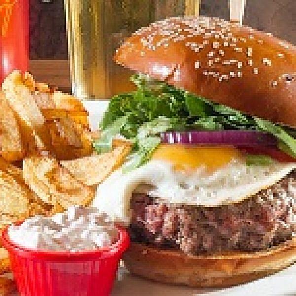 המבורגר של Addict (צילום: אנטולי מיכאלו)