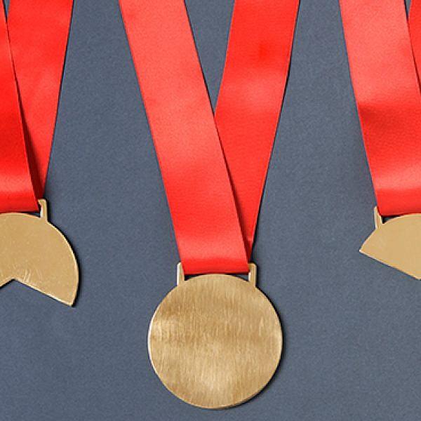 מה זה פרס בימינו? סטודיו בייקרי בתערוכת נושא פרסים. צילום: איה וינד