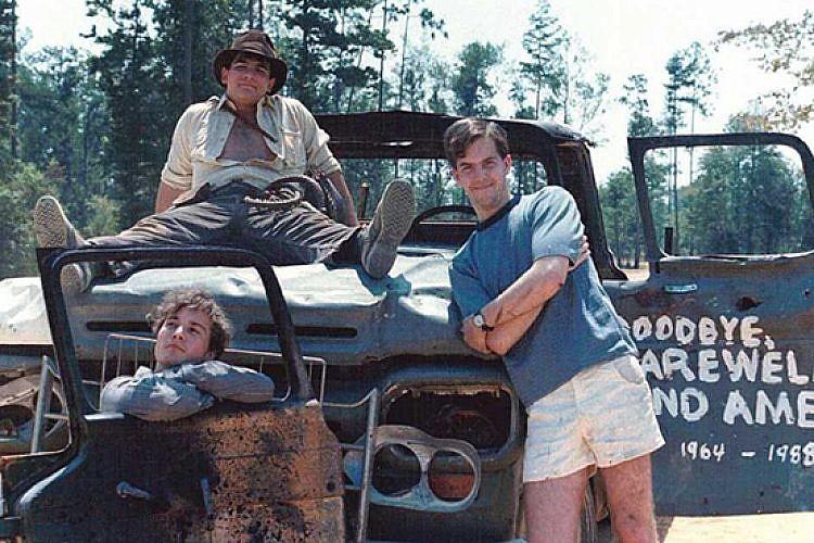ואיך אתם ביליתם את הקיץ? אריק אלה, כריס סטרומפולוס וג׳ייסון לאמב. צילום מסך