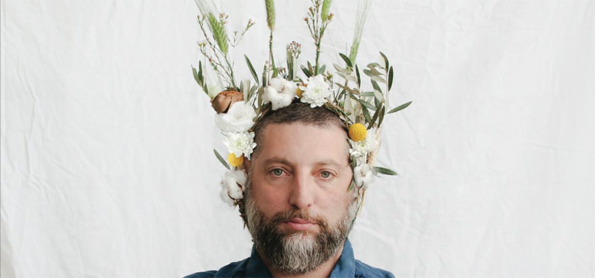 """אסף גרניט, מתוך תערוכת """"פרחים זה גברי"""" בכולי עלמא. צילום: לירון אראל"""