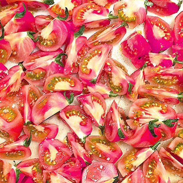 מנות צמחוניות בסלון של אייל שני