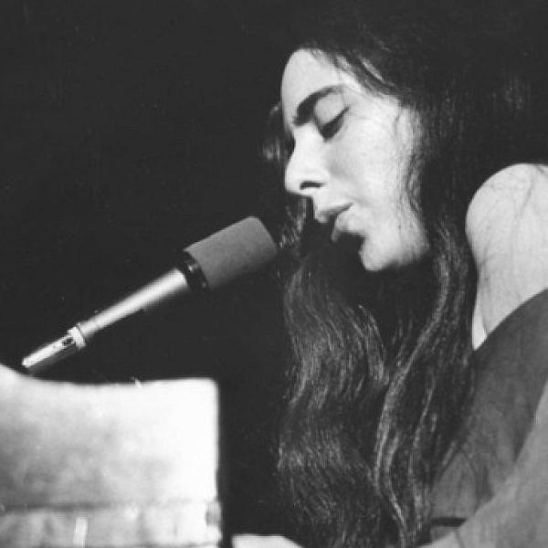 לורה ניירו ב־1971