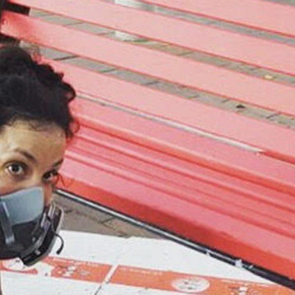 רוני לוית במהלך העבודה במתחם הבורסה (צילום: נעמה לוית)