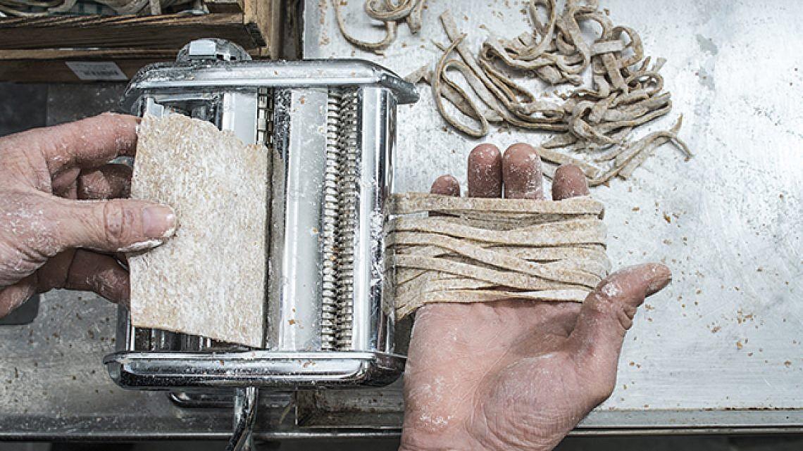 פסטה בעבודת יד בלב לוינסקי. צילום: אנטולי מיכאלו