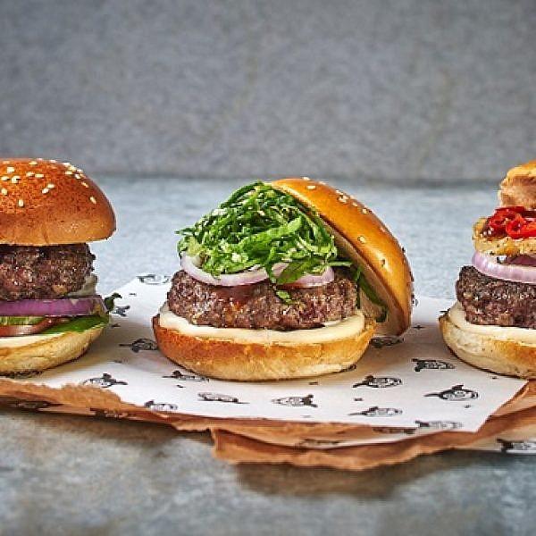 ברוך בורא המשלוחים, המבורגר של מוזס. צילום: אנטולי מיכאלו