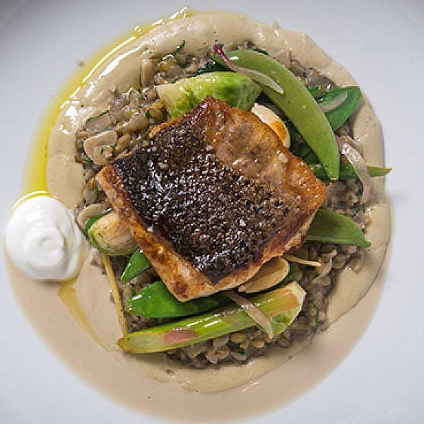 מסעדת נור. שוק הדגים של עכו נוחת בניו יורק (צילום: Paul Wagtouicz)