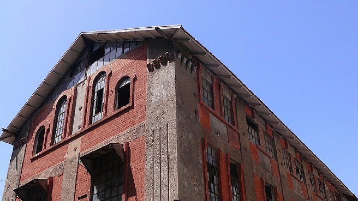 הבית האדום ברחוב נחמני 43