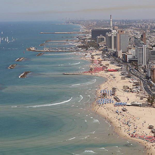 רצועת החוף של תל אביב. צילום: זיו קורן