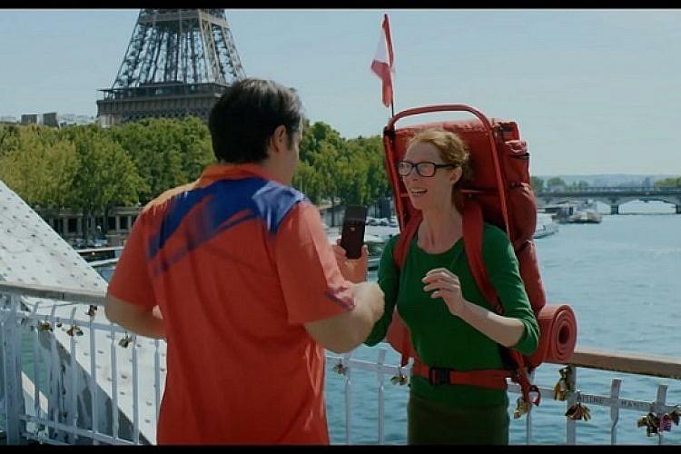 אבודה בפריז (צילום מסך)