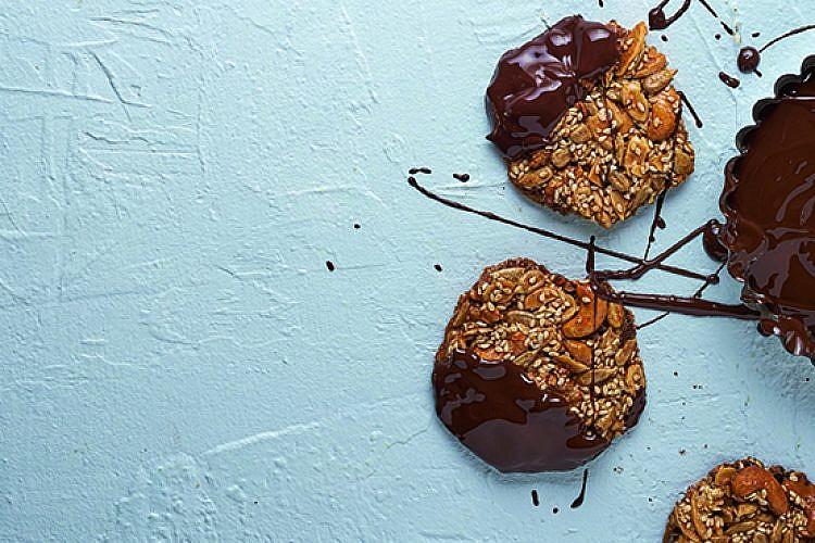 עוגיית מיקס אגוזים, אילה ענבר. צילום: אנטולי מיכאלו