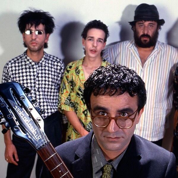 כולם היו בנאי, כולם ישבו על תנאי. אהוד בנאי והפליטים, 1987 (צילום: שאול גולן)