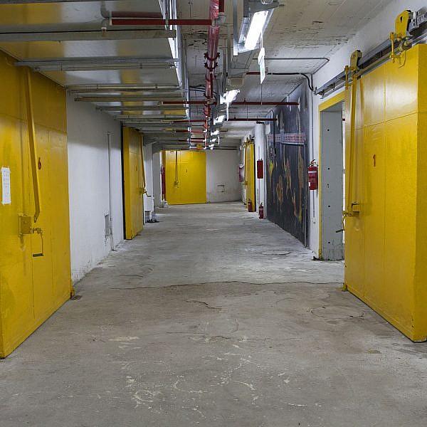 חלל גלריה המקרר, לשעבר הקירור של השוק הסיטונאי בתל אביב (צילום: יח