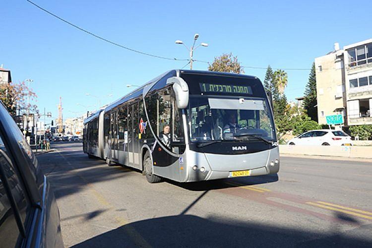 אוטובוס קו 1 של חברת דן (צילום: שלומי יוסף)