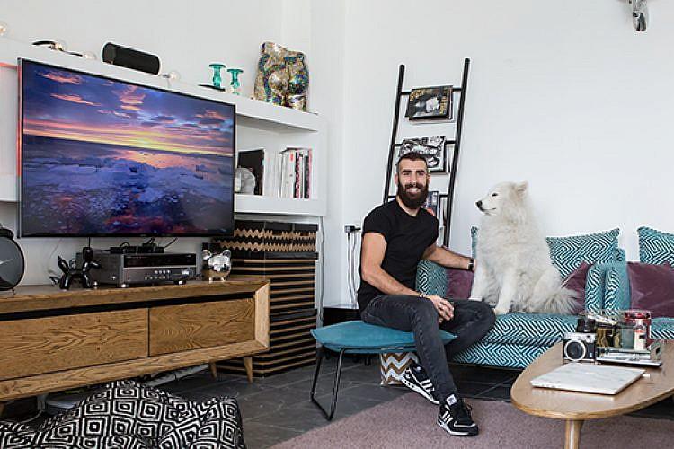 בדירה של רן יחזקאל. צילום: הילה עידו
