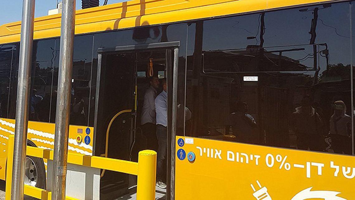 אוטובוס כתום בקו 3 (צילום: שלומי יוסף)