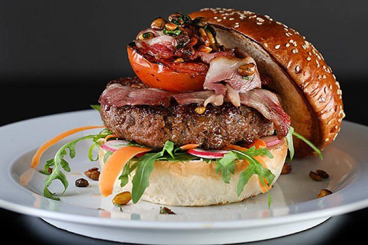 """ההמבורגר הזה הוא סיפור אהבה. צילום: יח""""צ"""