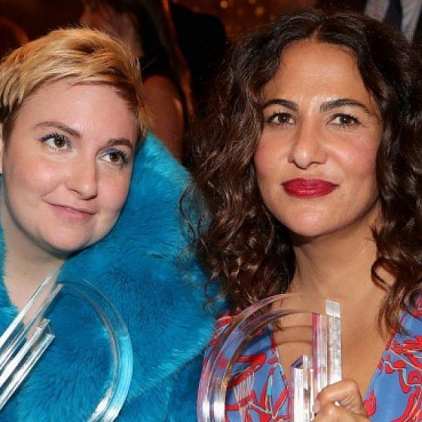 דנהאם וקונר בטקס פרסי האופנה של ה-Daily Front Row בניו יורק, 2017 (צילום: gettyimages)