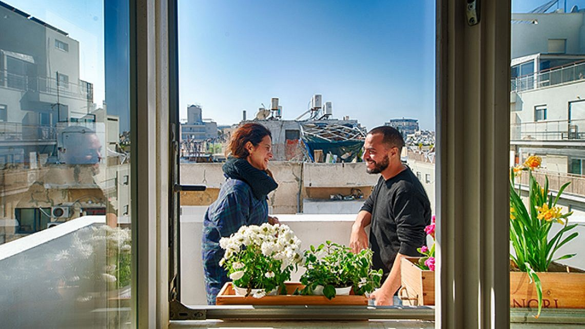 בדירה של ליאת אליאב ועופר קבילו. צילום: נמרוד סודרס