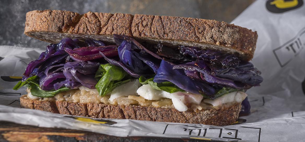 סנדוויץ' עם חוצפה ישראלית, ברווזי. צילום: אנטולי מיכאלו