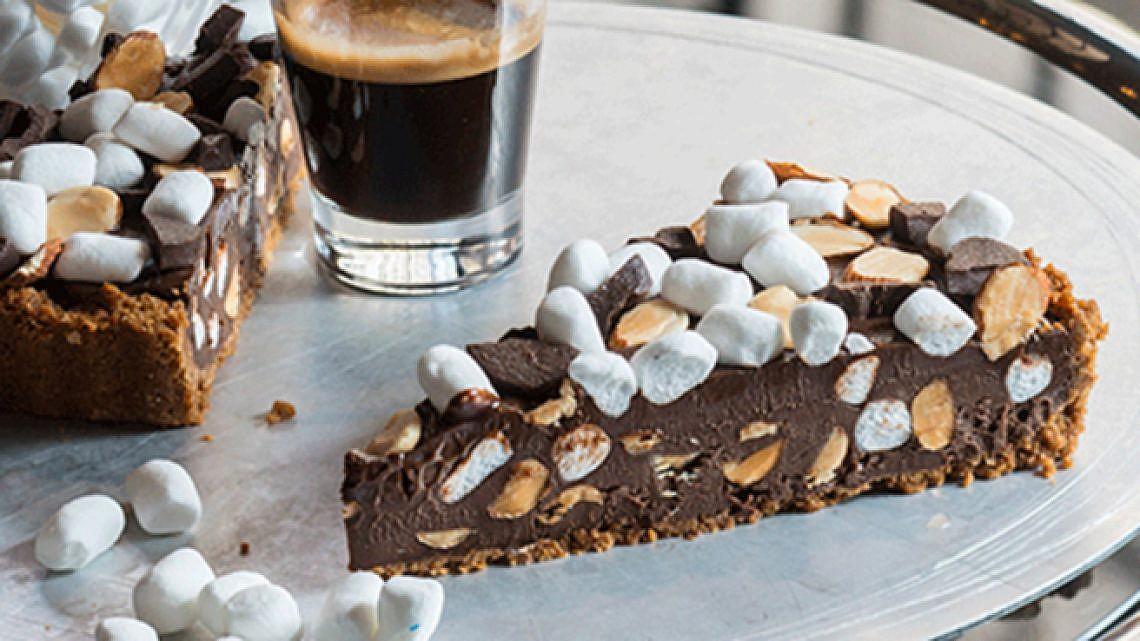 פאי שוקולד ומרשמלו, מגזינו. צילום: אנטולי מיכאלו