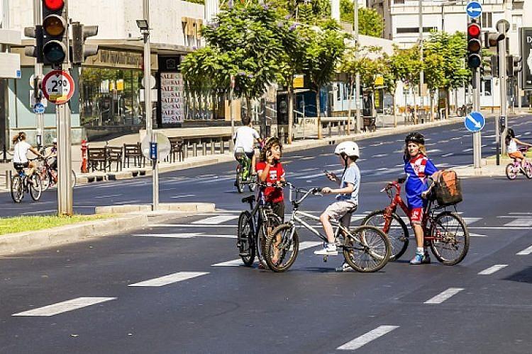 ילדים, אבן גבירול, אופניים, יום כיפור (צילום: shutterstock)