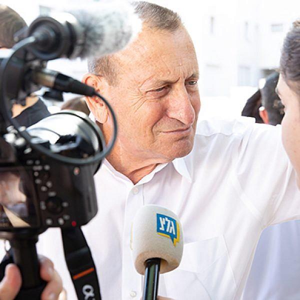 רון חולדאי במטה הבחירות (צילום: דין אהרוני רולנד)