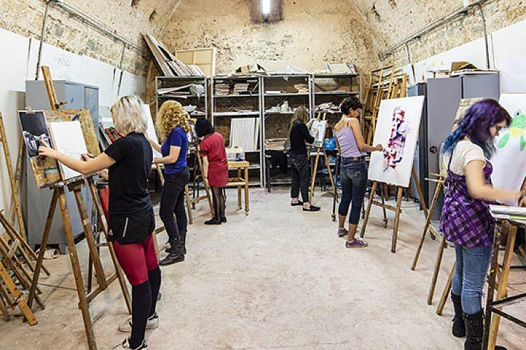 סטודיו אמנות בבית ספר מוזות