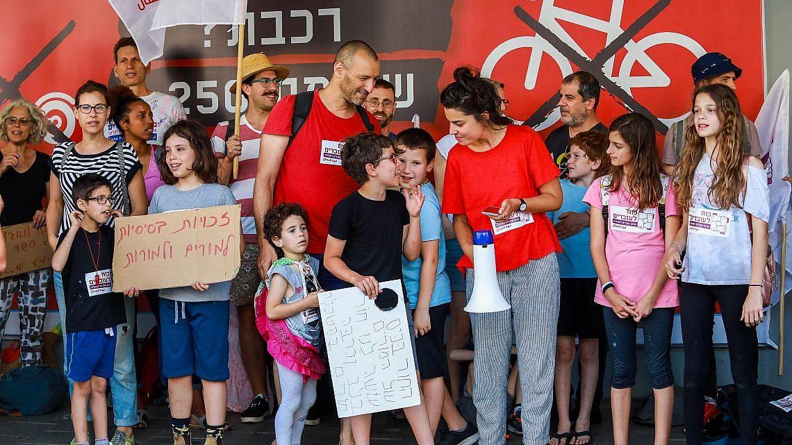הפגנת בית הספר הדמוקרטי מול בניין עיריית תל אביב, בשבוע שעבר (צילום: שלומי יוסף)