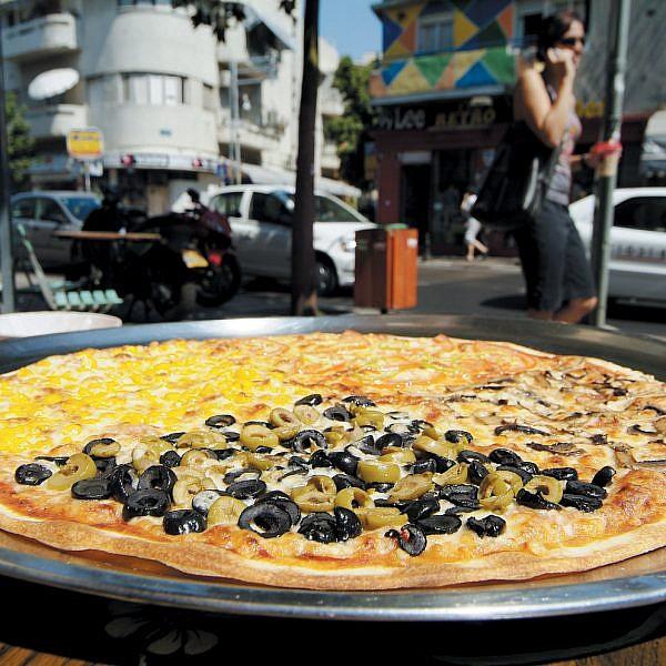 זאת אחלה פיצה גם לא באמצע הלילה, תסתמו. פיצה שירוקו (צילום: איליה מלניקוב)