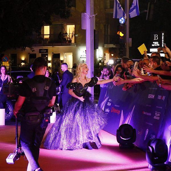 נציגת אוסטרליה לאירוויזיון, קייט מילר-היידקה, באירוע השטיח הכתום בכיכר התרבות בתל אביב      צילום: אנדרס פוטינג, EBU