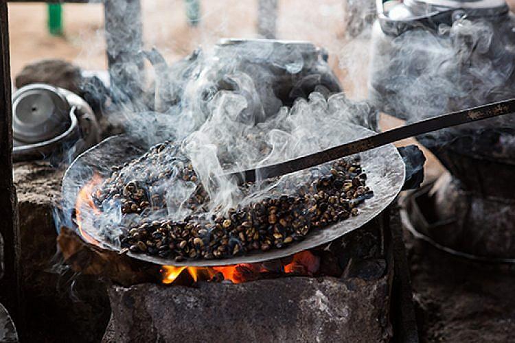 חלק מטקס הקפה האתיופי. צילום: שאטרסטוק