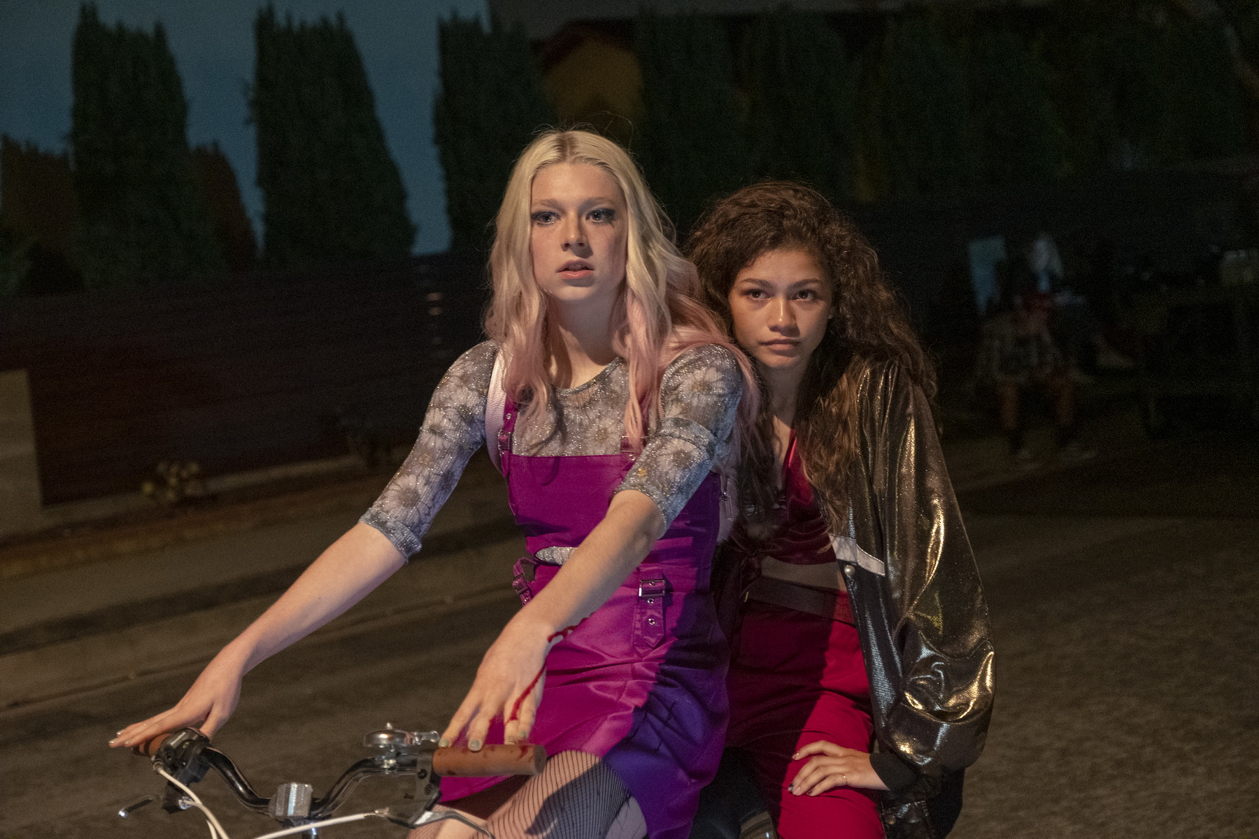"""דור ה-Z בדרכו להרוג את תעשיית הקסדות (זנדאיה והאנטר שייפר ב""""אופוריה"""" של HBO)"""