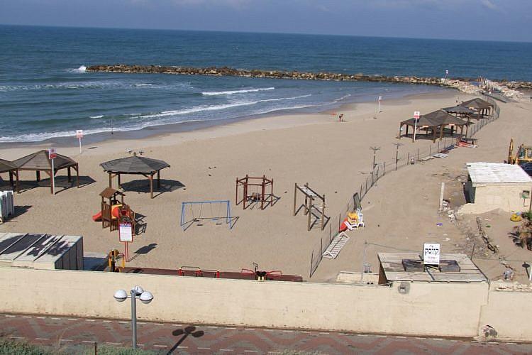 החוף המופרד בנורדאו (צילום באדיבות עיריית תל אביב-יפו)