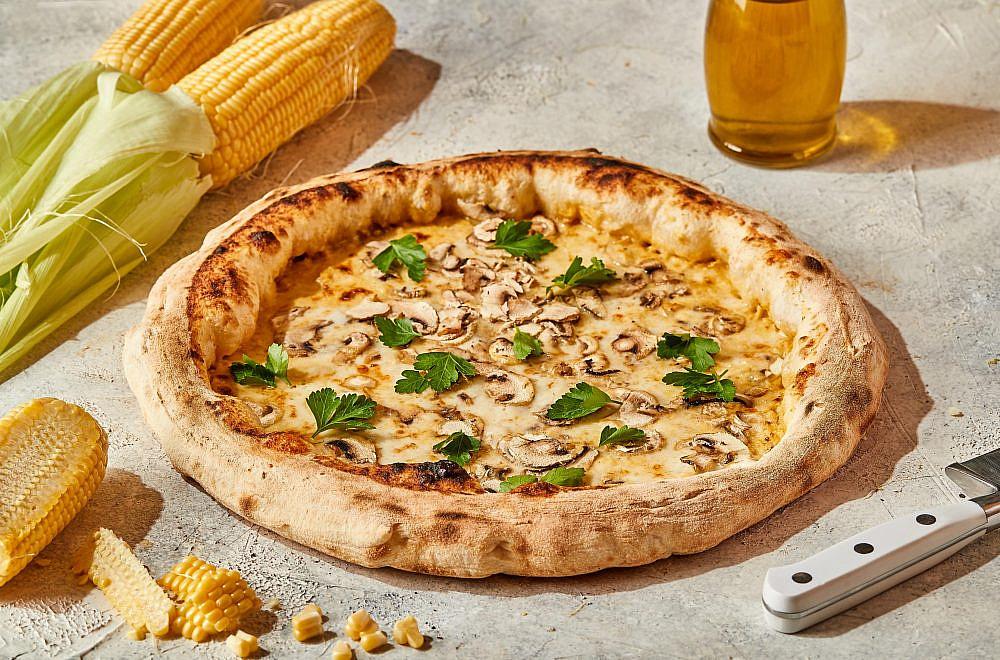 פיצה פולנטה טרייה ופטריות. סה טו (צילום: גיל אבירם)