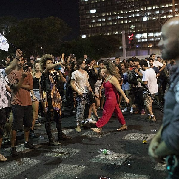 מחאת הטראנס בכיכר. אפשרתם פגיעה בזכות אחת? אפשרתם פגיעה בכולן  צילום: אורן זיו, אקטיבסטילס