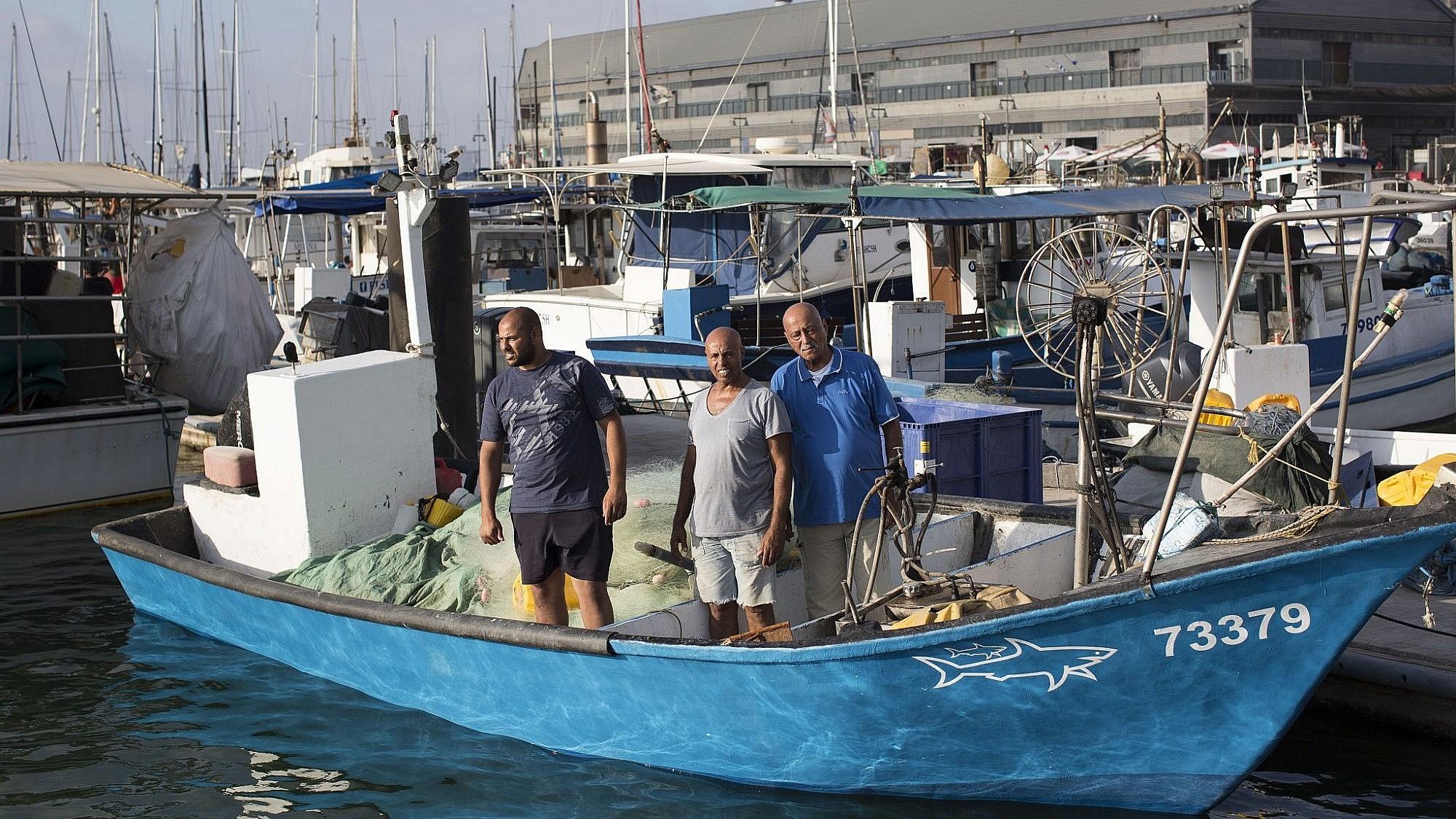אבו סעדו, סעדו ומחמוד, השורדים האחרונים בדייגים המקוריים של נמל יפו (צילום: טלי מאייר)