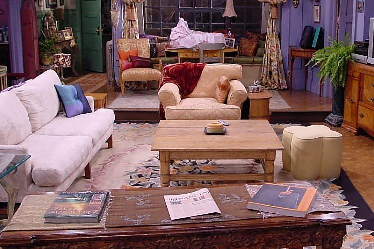 הסלון של מוניקה בחברים. צילום מסך