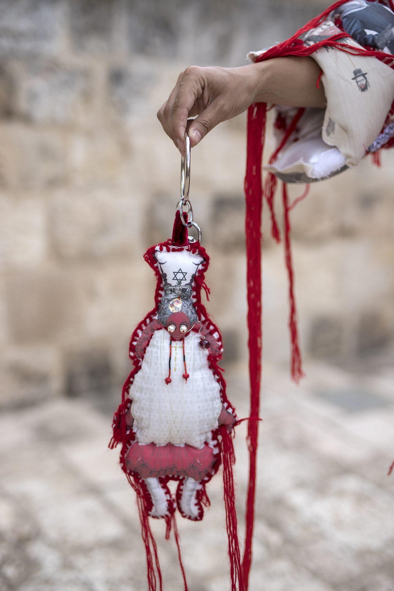 בובות דת, היצירה של שלומית עמר ואהרון גניש. צילום: ריקי רחמן