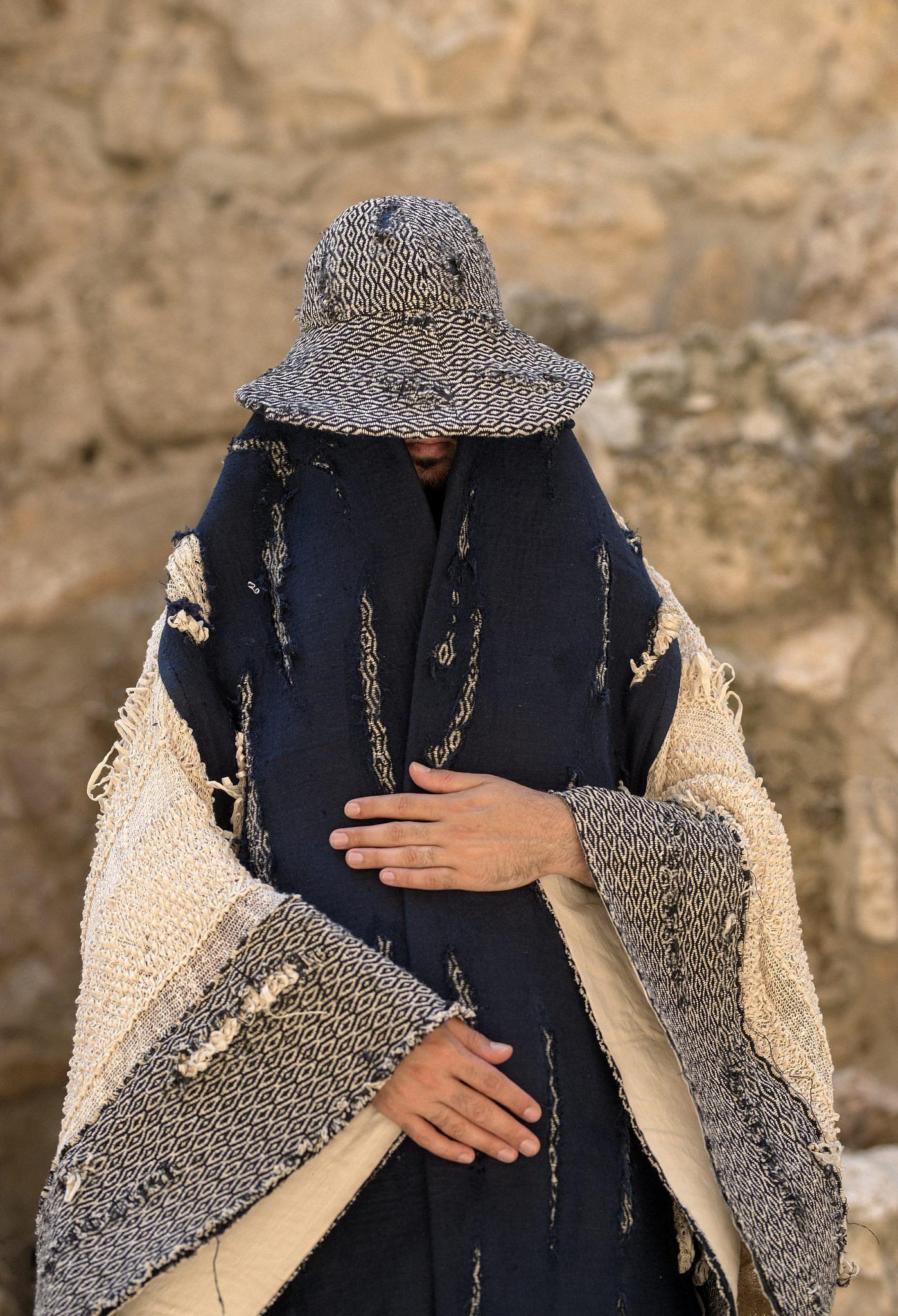 ארכי-פאשן, מעיל נוודים מטולא. צילום: ריקי רחמן