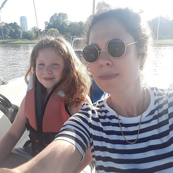 אימא ואלונה שטות באגם שבפארק הירקון