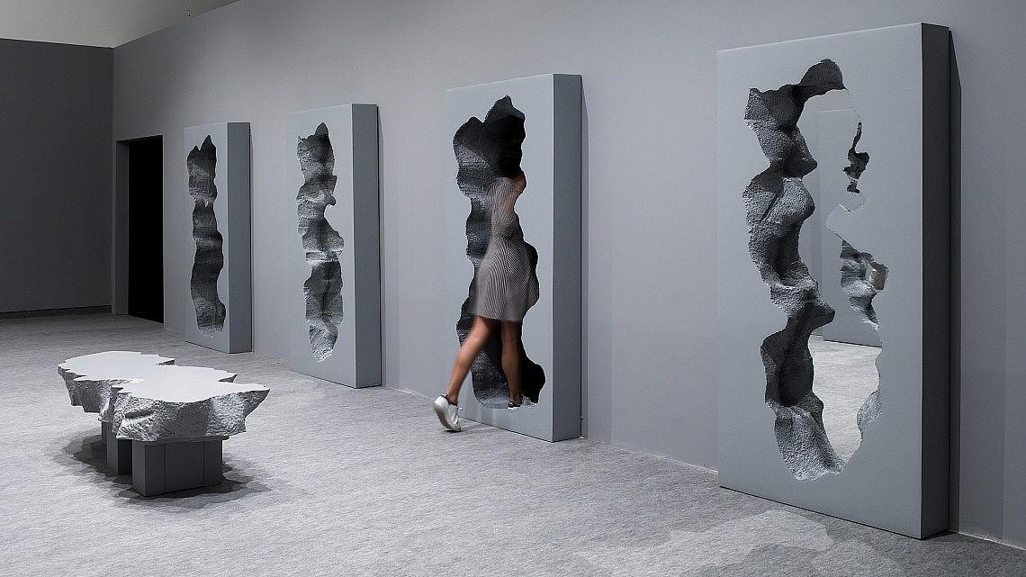 להיכנס אל תוך הקיר. צילום: אלעד שריג