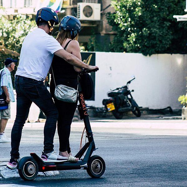 ככה, למשל, לא. אכיפה מוגברת נגד נסיעה שלא כחוק בכלי רכב חשמליים (צילום: Shutterstock)