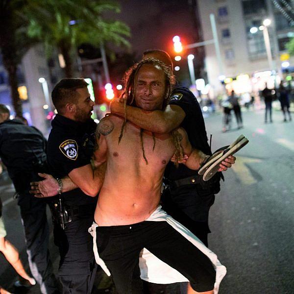 שוטר, אנחנו יודעים על מי אתה שומר (צילום: אורן זיו)