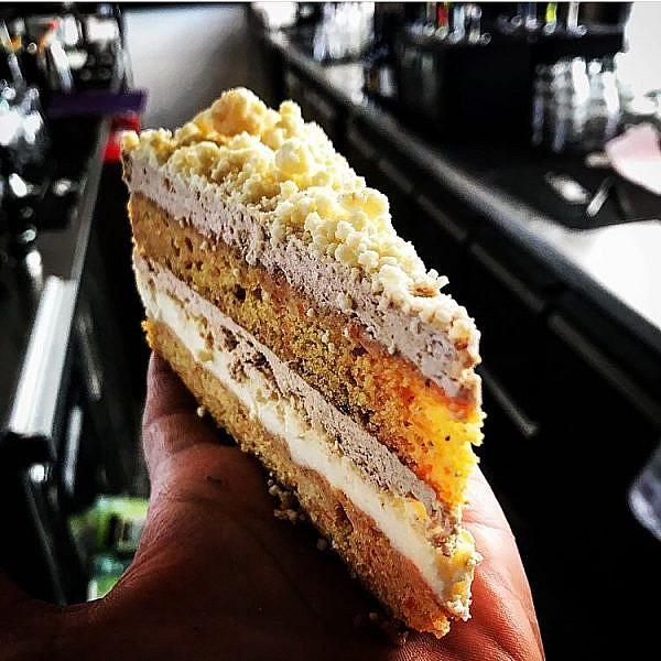 עוגת גזר במגזינו. צילום: ברק כהן