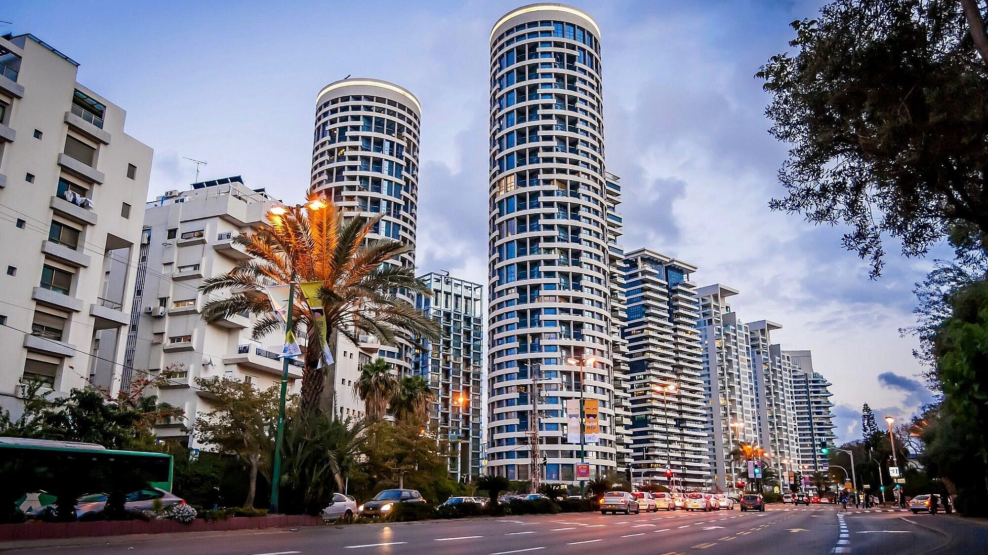 מגדלי yoo בתל אביב (צילום: Shutterstock)